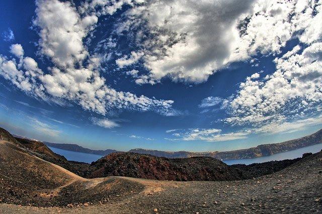 volcano tour santorini