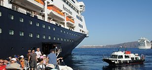 cruise ship passengers santorini
