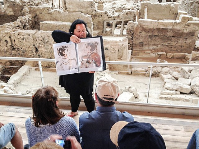 tour guide akrotiri